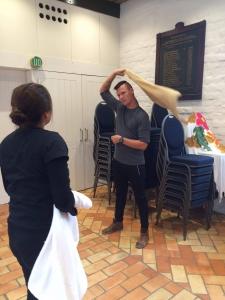 Jacob fra Vejlefjord lærer nyt af erfarne Lisa